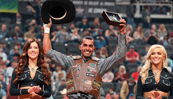 Lucas Divino conquista fivela de campeão em Kansas City